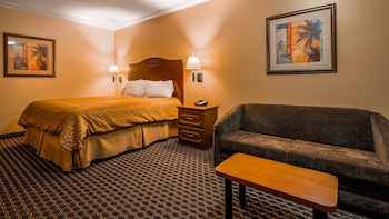Suite, 1 Queen Bed, Non Smoking, Refrigerator (Living Room;with Sofabed)