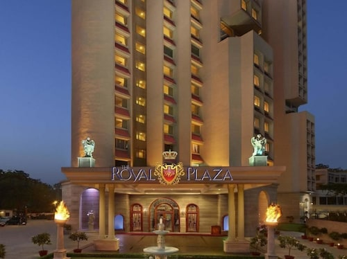 Hotel The Royal Plaza, West