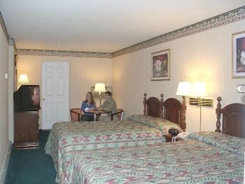 Deluxe Room, 2 Queen Beds, Refrigerator & Microwave