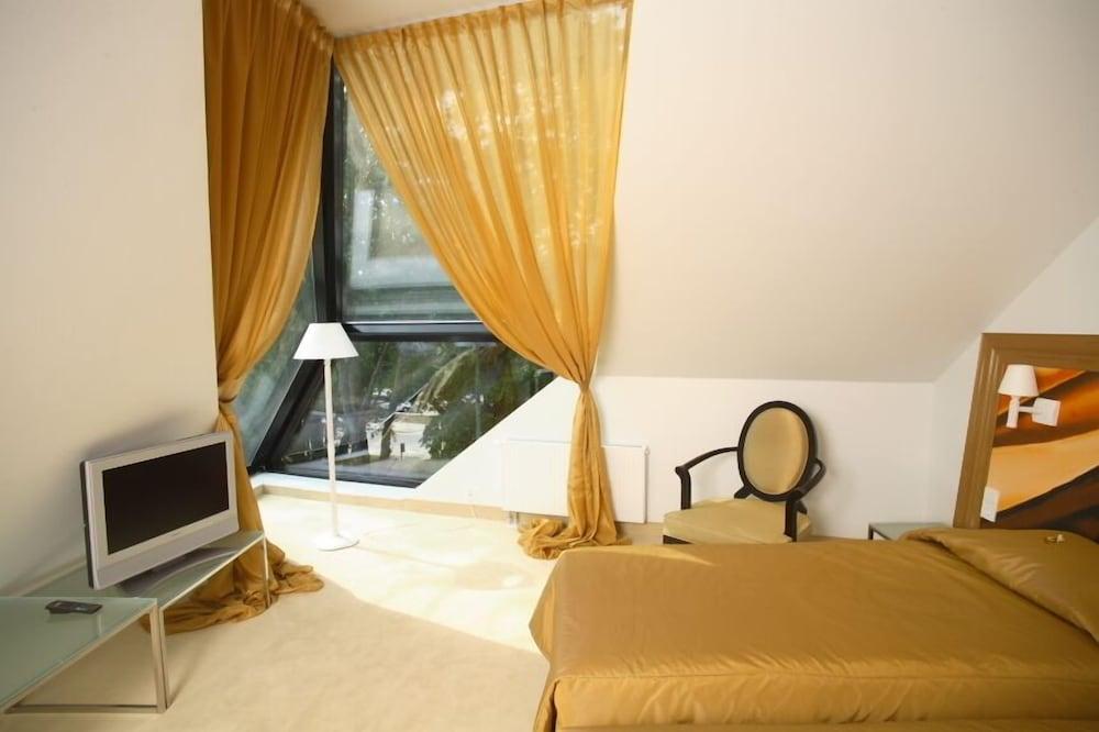 https://i.travelapi.com/hotels/3000000/2400000/2392000/2391911/93f45514_z.jpg