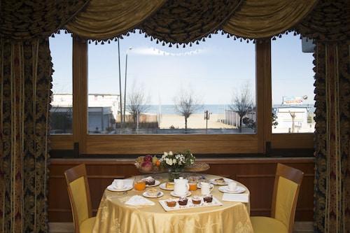 . Carlton Hotel