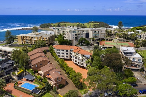 . Terrigal Sails Serviced Apartments