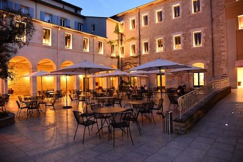 . Hotellerie Notre Dame de Lumieres