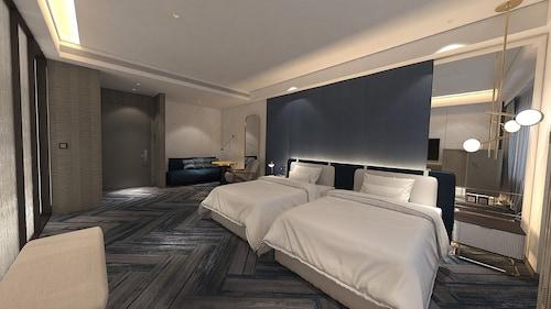 . Monarch Plaza Hotel