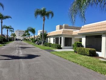 Management Game Beach Resort Cottage