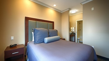 Suite, 1 Queen Bed, Non Smoking, Refrigerator & Microwave