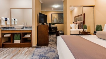 Suite, 1 Queen Bed, Non Smoking, Refrigerator & Microwave (With Keypr Tablet)