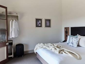 Deluxe Room, 1 Queen Bed (Harbourside)