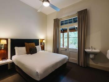 Suite, 1 Queen Bed - Detached private bathroom (Heritage)