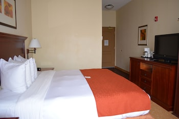 Guestroom at Country Inn & Suites by Radisson, Baltimore North, MD in Rosedale