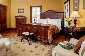 Room, Private Bathroom (Vineyard View Room- Inn, Includes Breakfast, No Pets)
