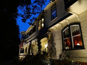Hotel - Engadine Inn & Cabins
