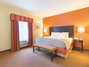 Suite, 1 King Bed, Accessible (Mobility/Hearing Impaired Accessible)