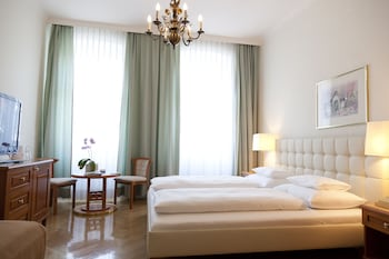 Double Room, 1 Queen Bed, Private Bathroom