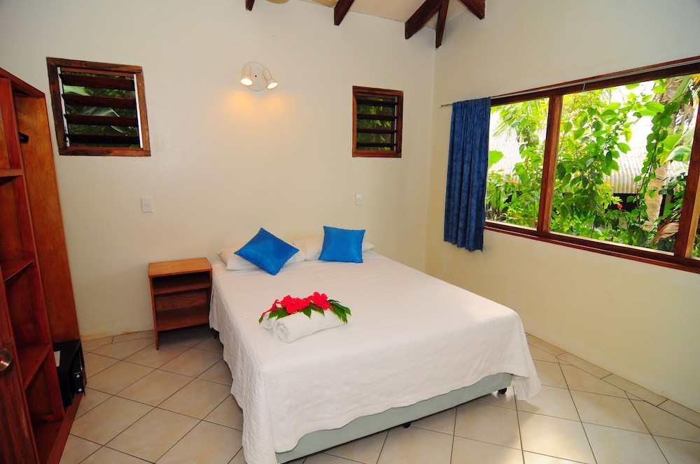 https://i.travelapi.com/hotels/3000000/2430000/2428900/2428890/2f6b76a1_z.jpg