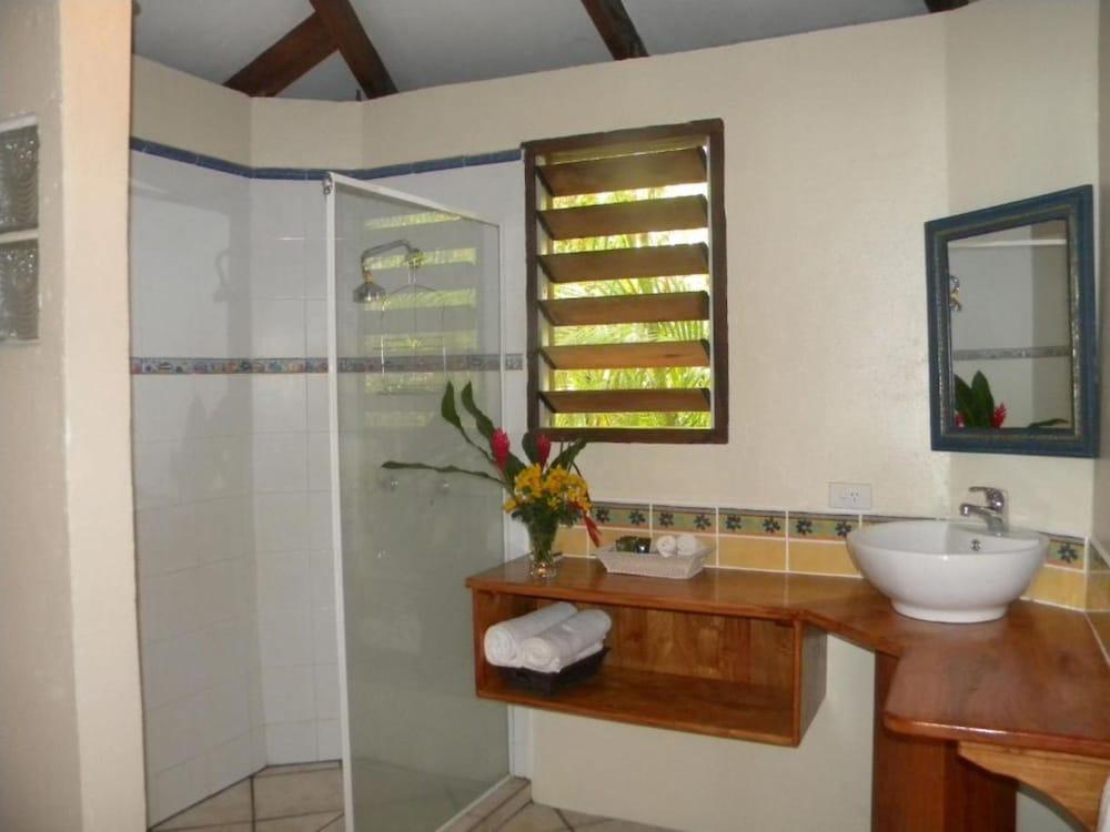 https://i.travelapi.com/hotels/3000000/2430000/2428900/2428890/50242658_z.jpg