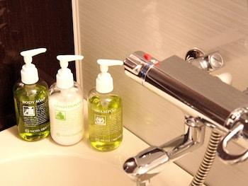 HOTEL GRACERY TAMACHI Bathroom Amenities
