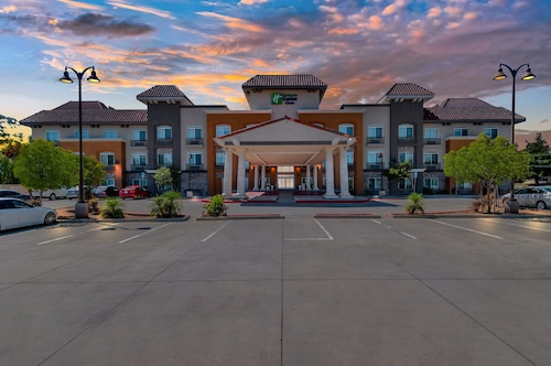 . Holiday Inn Express Hotel & Suites Banning, an IHG Hotel