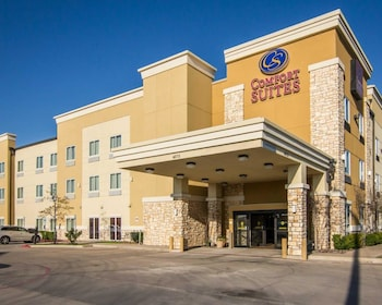 Exterior at Comfort Suites West Dallas - Cockrell Hill in Dallas