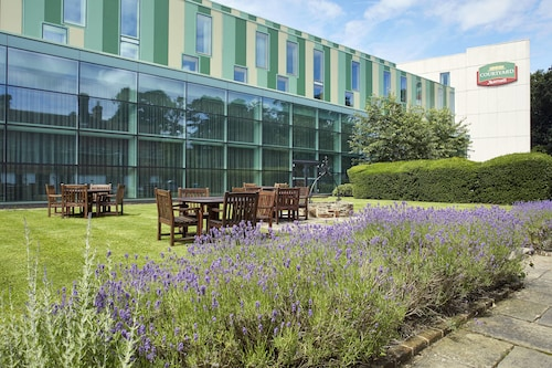 . Courtyard by Marriott London Gatwick Airport