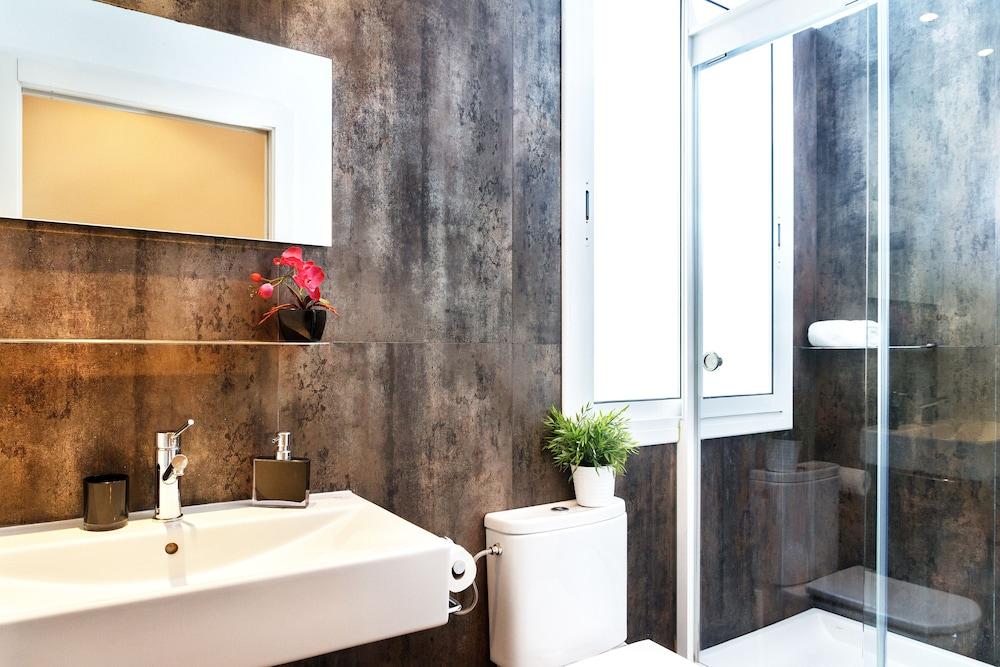 필앳홈 보나비스타 아파트먼트(Feelathome Bonavista Apartment) Hotel Image 9 - Bathroom