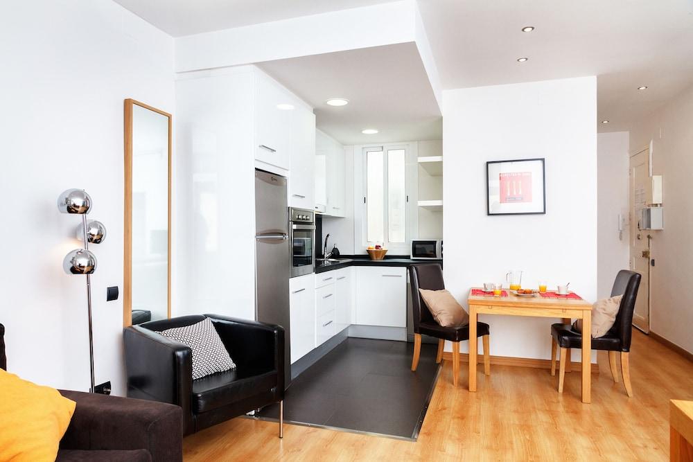 필앳홈 보나비스타 아파트먼트(Feelathome Bonavista Apartment) Hotel Image 6 - In-Room Kitchen