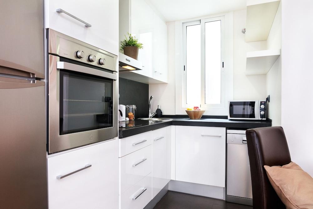 필앳홈 보나비스타 아파트먼트(Feelathome Bonavista Apartment) Hotel Image 7 - In-Room Kitchen