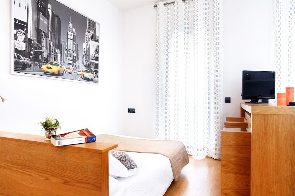 필앳홈 보나비스타 아파트먼트(Feelathome Bonavista Apartment) Hotel Image 1 - Guestroom