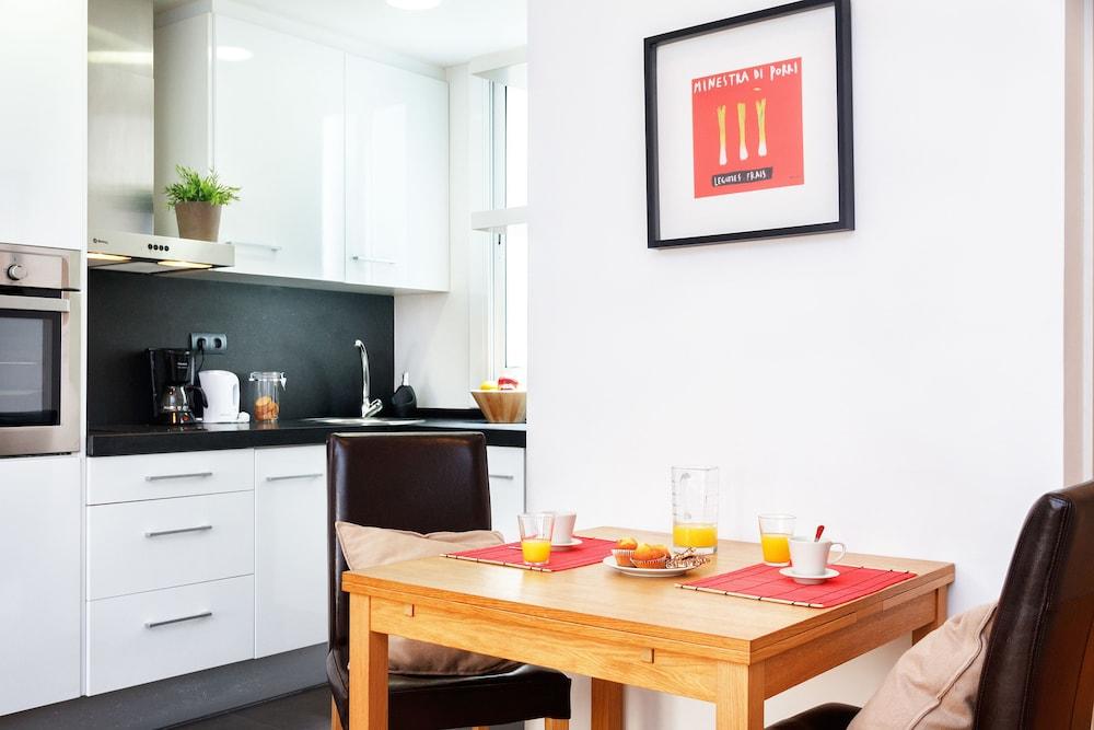 필앳홈 보나비스타 아파트먼트(Feelathome Bonavista Apartment) Hotel Image 5 - In-Room Kitchen