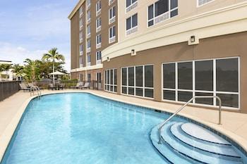 東麥爾茲堡 - 廣場智選假日套房飯店 Holiday Inn Express Hotel & Suites Fort Myers East - The Forum
