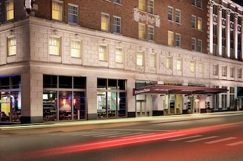 底特律市中心希爾頓雙樹飯店--謝爾比堡 DoubleTree Suites by Hilton Detroit Downtown - Fort Shelby