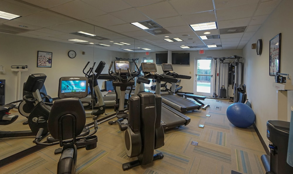 Health and Fitness : Fitness Facility 11 of 72