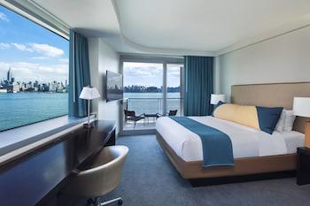 Cool Corner Room, Room, 1 King Bed, River View, Corner