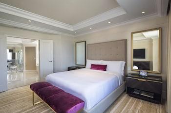 Suite, Balcony, Corner (St. Regis)