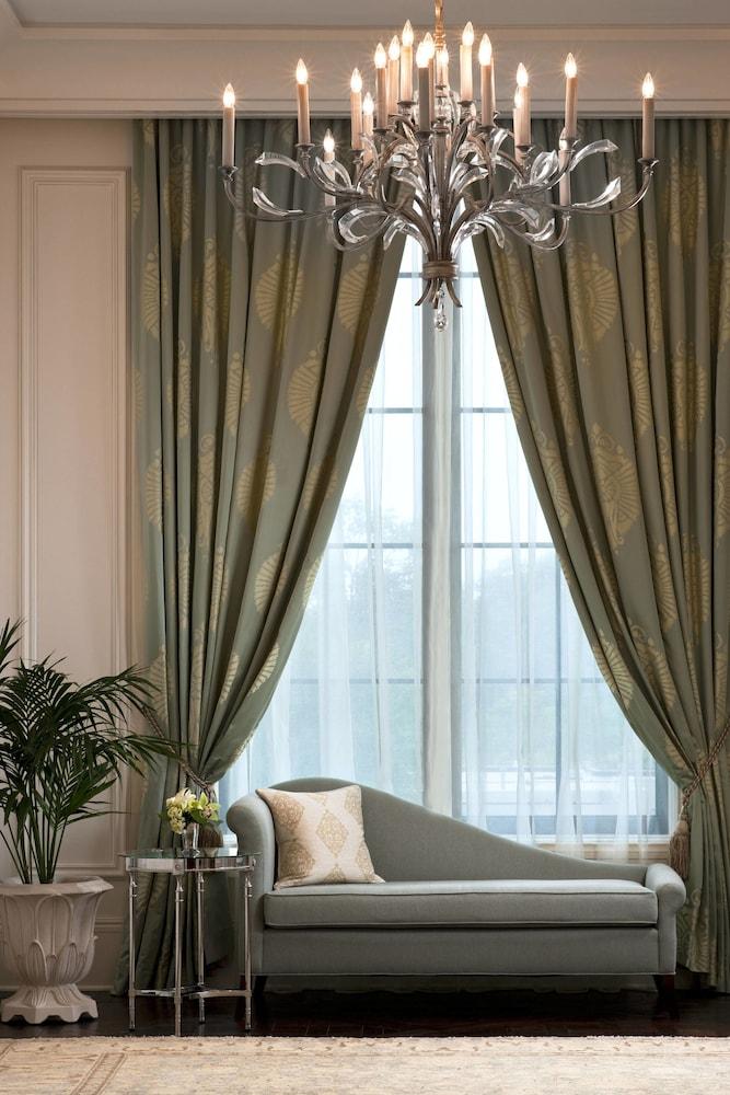 Suite (Metropolitan)