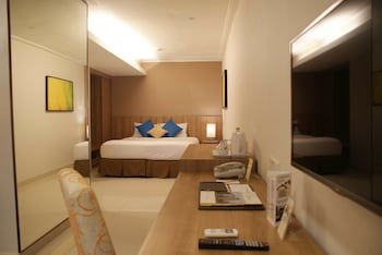 Grand Tropic Suites Hotel - Guestroom  - #0