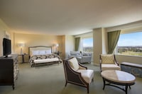 Executive Suite, 1 King Bed, Accessible (Roll-in Shower)