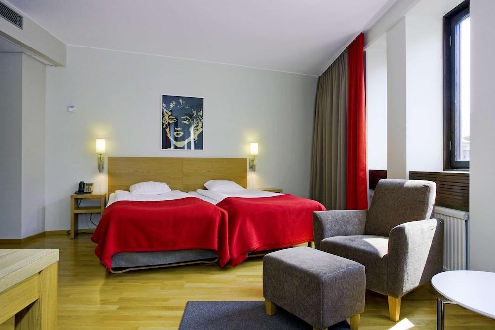 https://i.travelapi.com/hotels/3000000/2460000/2457800/2457799/33cde848_z.jpg