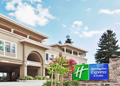 . Holiday Inn Express Hotel & Suites Santa Cruz