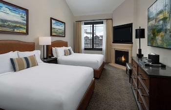 Room, 2 Queen Beds, Fireplace