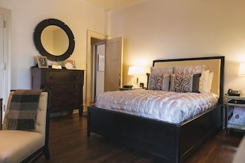 Hotel - Stonehurst Place Bed & Breakfast