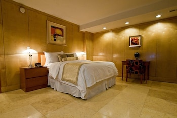 Suite, 1 Queen Bed with Sofa bed, Non Smoking