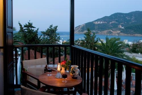 . Hotel Dionyssos