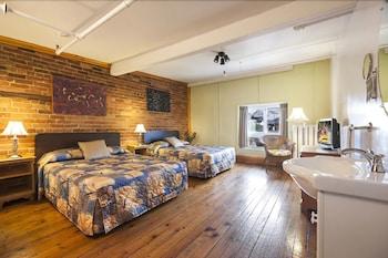 Budget Room, 2 Double Beds, Shared Bathroom