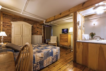 Budget Room, 1 Double Bed, Shared Bathroom