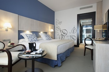 Book Hotel Husa Nuevo Boston in Madrid.