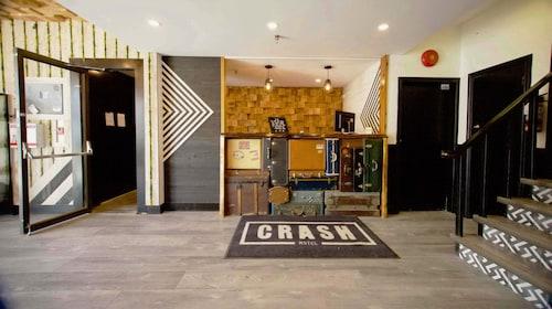 . Crash Hotel Squamish