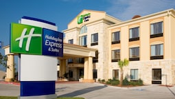 Holiday Inn Express Suites Beeville, an IHG Hotel