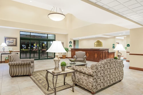 . Wingate by Wyndham Lafayette Airport
