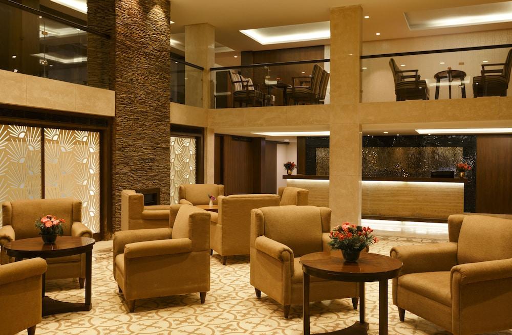 스털링 다르질링(Sterling Darjeeling) Hotel Image 1 - Lobby Sitting Area
